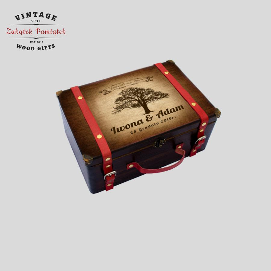 Kuferek Wspomnień walizka ze skórzanymi paskami czerwonymi
