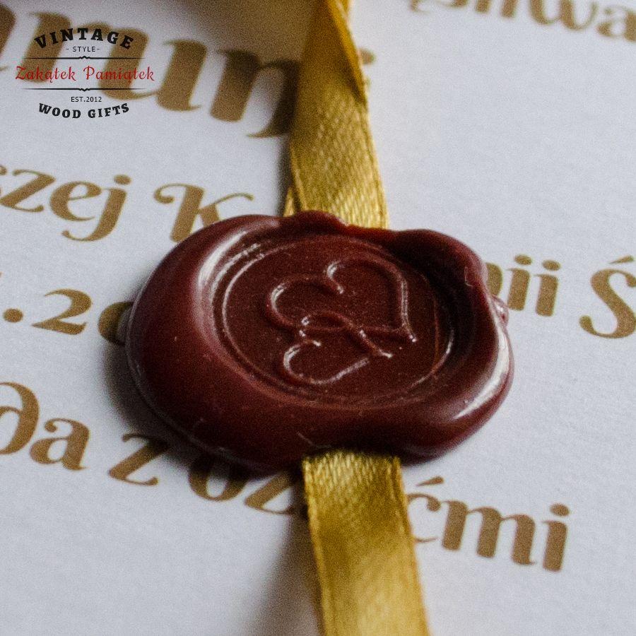 Pamiątka Pierwszej Komunii Świętej złote życzenia na papierze ozdobnym