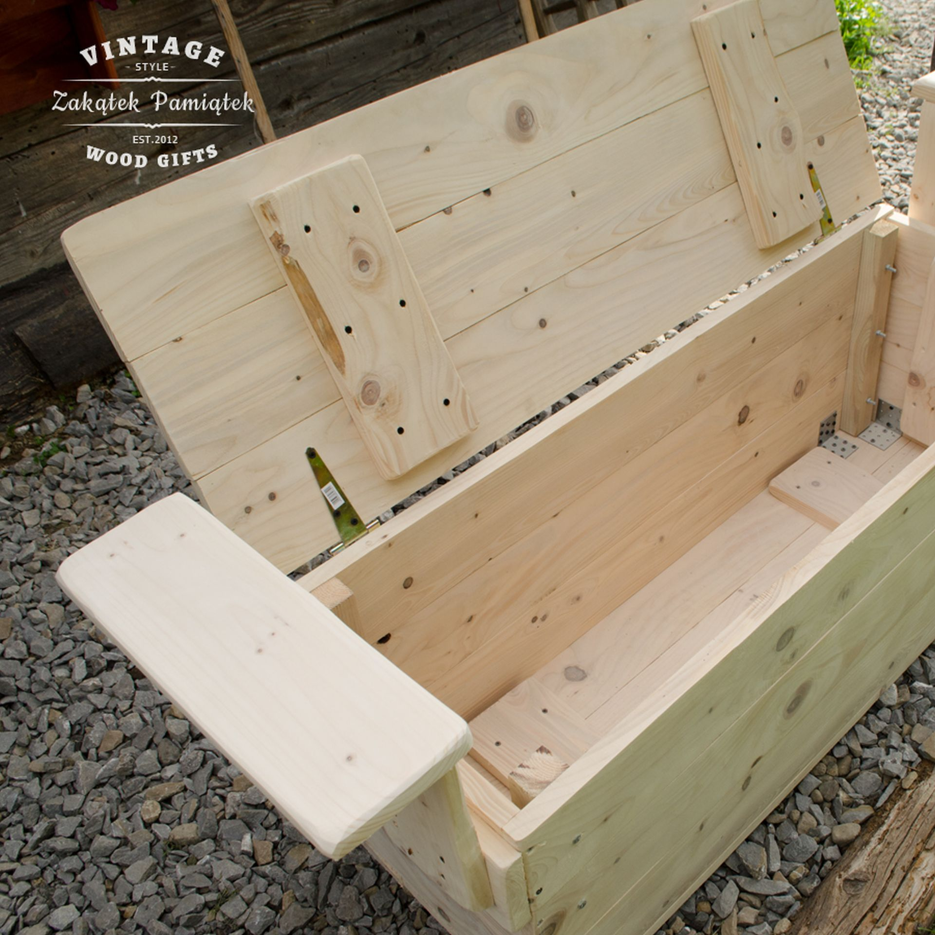 Prosta ogrodowa skrzynia z drewna