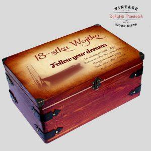 Pudełko z okuciami metalowymi